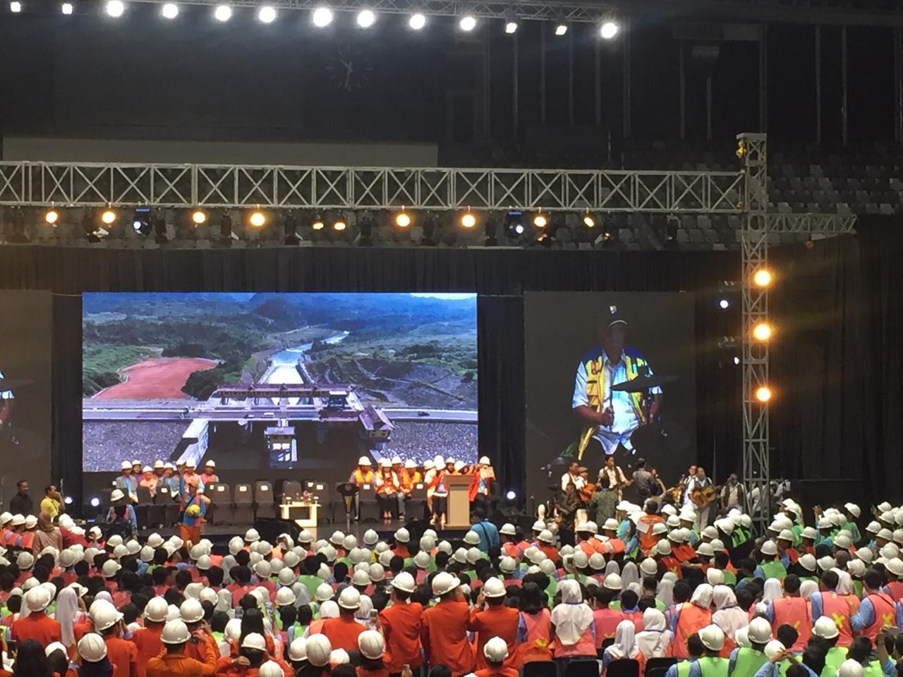 https: img-o.okeinfo.net content 2019 03 12 320 2028801 presiden-jokowi-akan-bagikan-16-000-sertifikat-kompetensi-kerja-tenaga-konstruksi-1W6d7vx8ut.jpeg