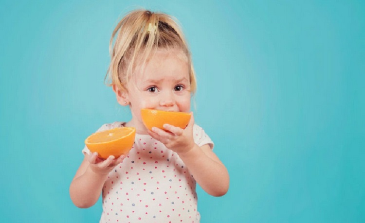 https: img-o.okeinfo.net content 2019 03 12 481 2028971 jangan-salah-pilih-ini-3-vitamin-penting-untuk-tumbuh-kembang-anak-5bn10xDd55.jpg