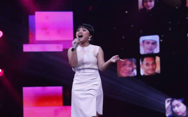 https: img-o.okeinfo.net content 2019 03 12 598 2028689 sang-ayah-hadir-di-panggung-rising-star-indonesia-ayu-gurnita-nangis-Z7UYOEwMrO.jpg