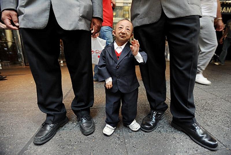 https: img-o.okeinfo.net content 2019 03 13 196 2029448 dijuluki-sebagai-manusia-terkecil-di-dunia-lihat-kemampuan-3-orang-ini-K1Og2FqHov.jpg