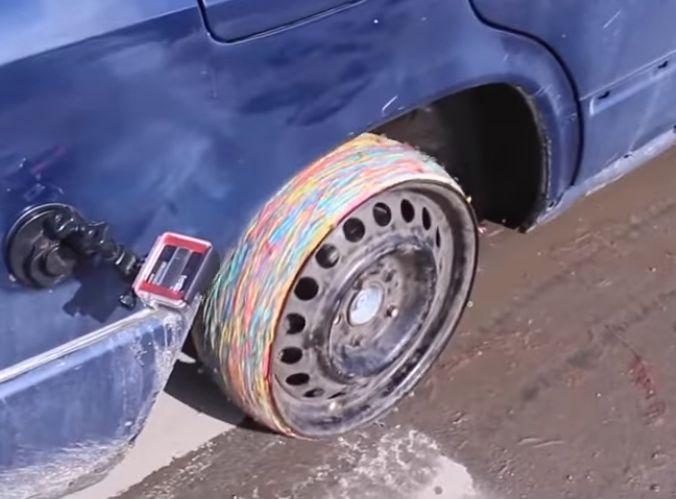 https: img-o.okeinfo.net content 2019 03 14 15 2029897 pengemudi-ini-gunakan-karet-gelang-sebagai-pengganti-ban-vdcaDCyplh.jpg