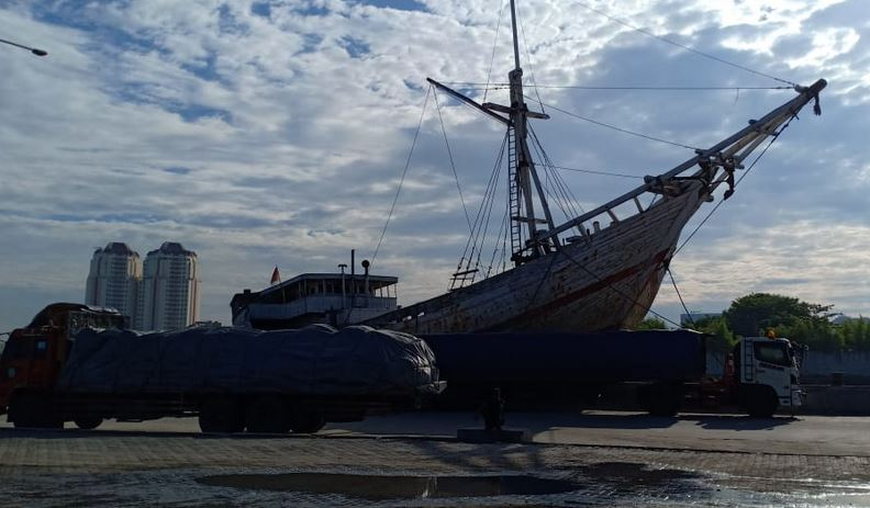 https: img-o.okeinfo.net content 2019 03 15 337 2030686 kapal-phinisi-jadi-pesona-khas-pelabuhan-sunda-kelapa-mOQVLUN03M.JPG