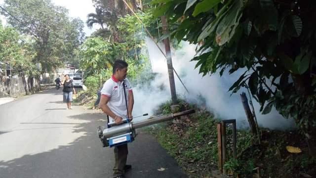 https: img-o.okeinfo.net content 2019 03 15 606 2030616 penuhi-permintaan-warga-caleg-perindo-langsung-fogging-kelurahan-winangun-LTNQ0nimsp.jpg