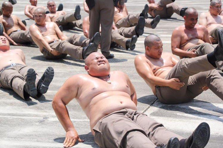 https: img-o.okeinfo.net content 2019 03 16 18 2030825 thailand-kirim-polisi-polisi-gendut-ke-kamp-penghancuran-perut-DMi3TJmjXw.jpg