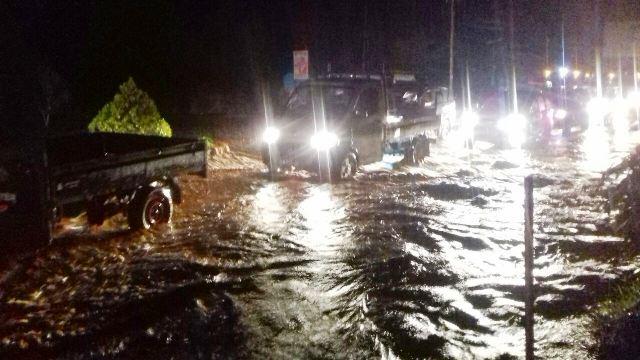 https: img-o.okeinfo.net content 2019 03 17 340 2030991 kendaraan-jembatan-hingga-rumah-warga-di-sentani-rusak-diterjang-banjir-bandang-otuEri1CZM.jpg