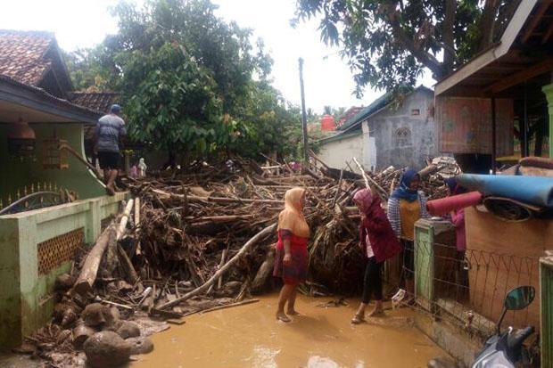 https: img-o.okeinfo.net content 2019 03 17 340 2031245 kapolda-papua-banjir-bandang-akibat-pembalakan-liar-di-gunung-cyclop-VBIPR3APQw.jpg