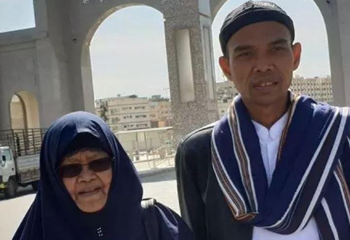 https: img-o.okeinfo.net content 2019 03 18 608 2031611 ibunda-ustaz-abdul-somad-akan-dimakamkan-selepas-salat-magrib-T7vP5xVdWS.JPG