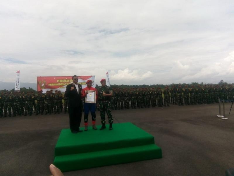 https: img-o.okeinfo.net content 2019 03 19 525 2032300 prajurit-kopassus-pecahkan-rekor-muri-kibarkan-bendera-merah-putih-terbesar-1DF5pTzSe7.jpg