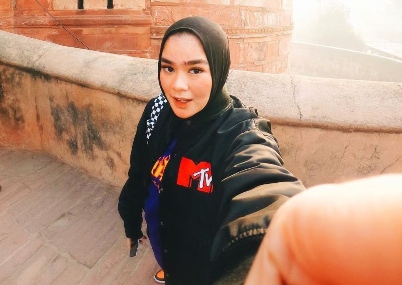 https: img-o.okeinfo.net content 2019 03 20 194 2032475 paduan-hijab-boyish-ala-sivia-azizah-keren-banget-0gx87AMFCo.jpg