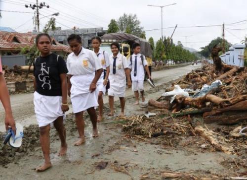 https: img-o.okeinfo.net content 2019 03 20 340 2032614 ribuan-personel-sar-terus-bergerak-evakuasi-korban-banjir-sentani-MmwtyhVXox.jpg