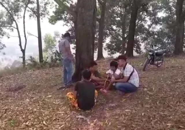 https: img-o.okeinfo.net content 2019 03 20 608 2032744 tiga-remaja-terciduk-asyik-menghisap-ganja-di-dekat-kuburan-JKeUCpyEa0.jpg