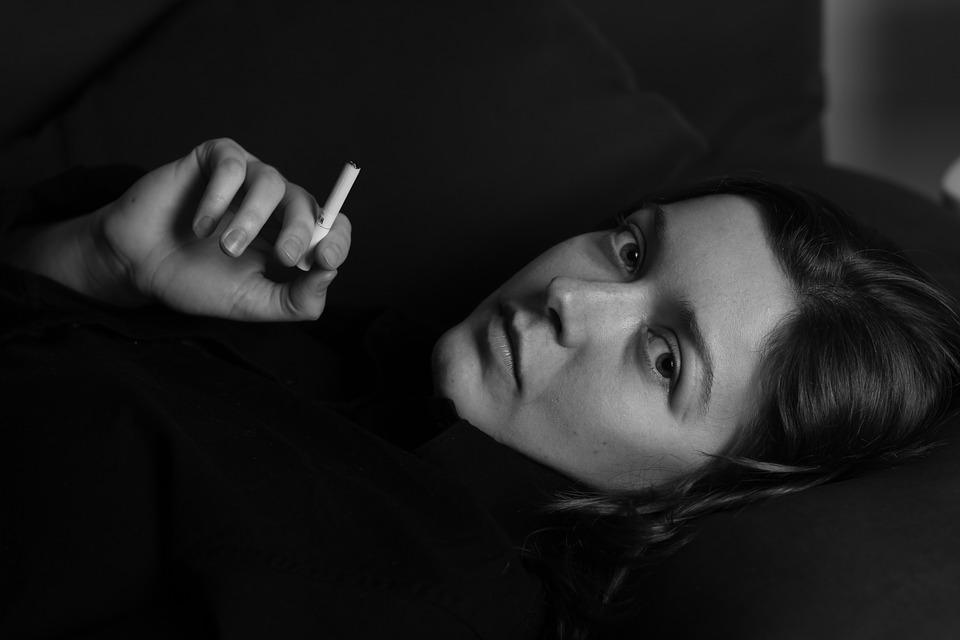https: img-o.okeinfo.net content 2019 03 26 481 2034961 perempuan-merokok-tidak-disarankan-pakai-kontrasepsi-hormonal-kenapa-4JrIXUdnts.jpg