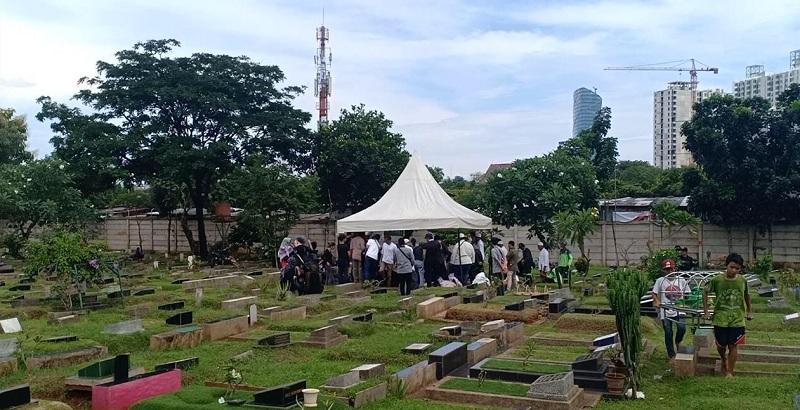 https: img-o.okeinfo.net content 2019 03 28 33 2036076 pemakaman-mantan-asisten-ivan-gunawan-digelar-tertutup-zTn3j00s7o.jpg