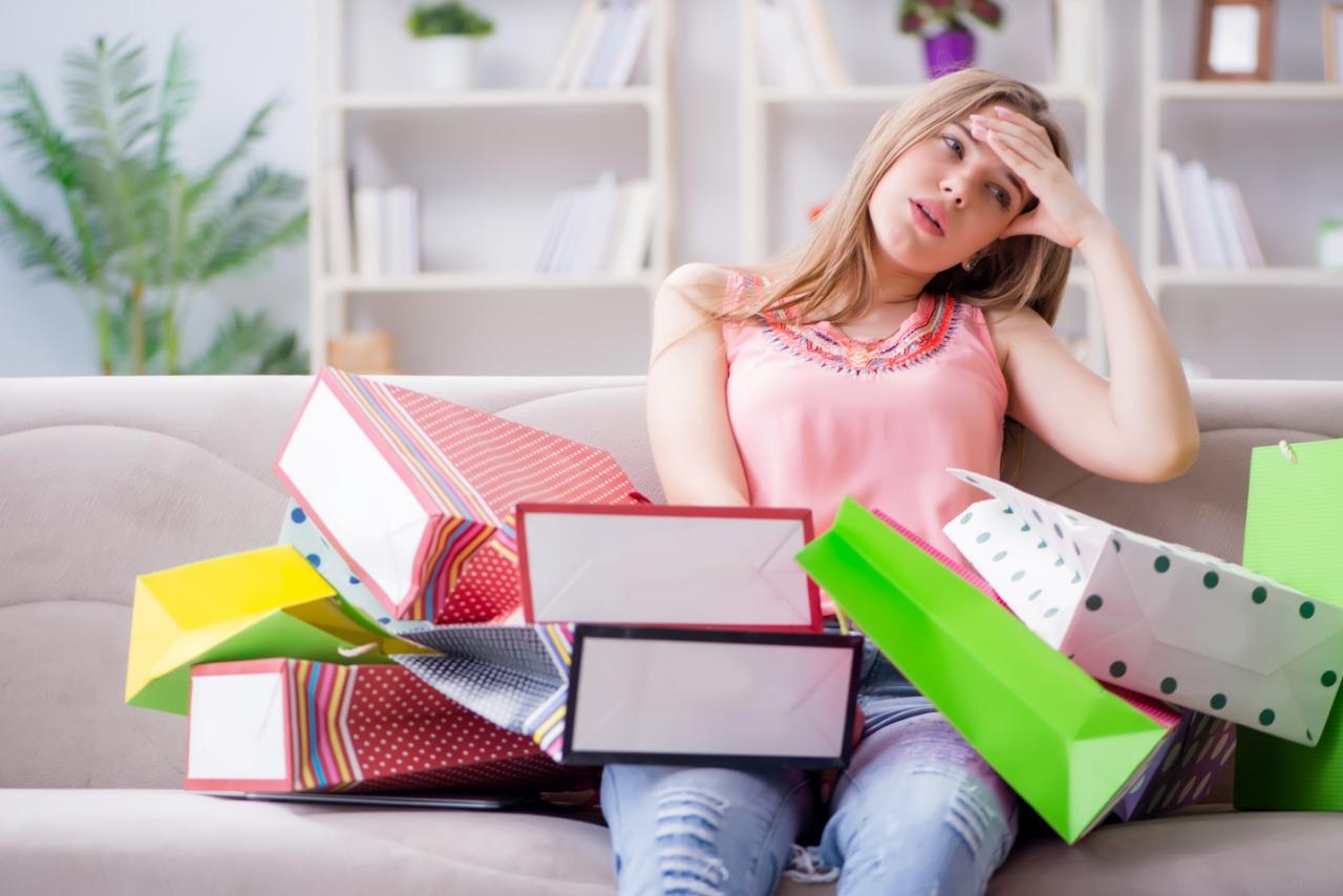 https: img-o.okeinfo.net content 2019 03 29 196 2036656 benarkah-sering-shopping-bikin-wanita-lebih-bahagia-4QNuFeemfF.jpeg