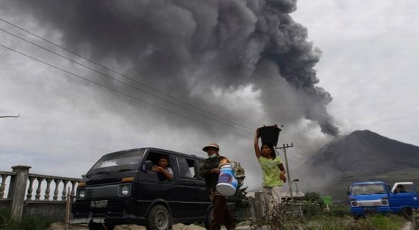 https: img-o.okeinfo.net content 2019 03 29 244 2036539 gunung-agung-erupsi-lagi-suara-gemuruhnya-getarkan-kaca-rumah-warga-JFFkqyLtST.jpg