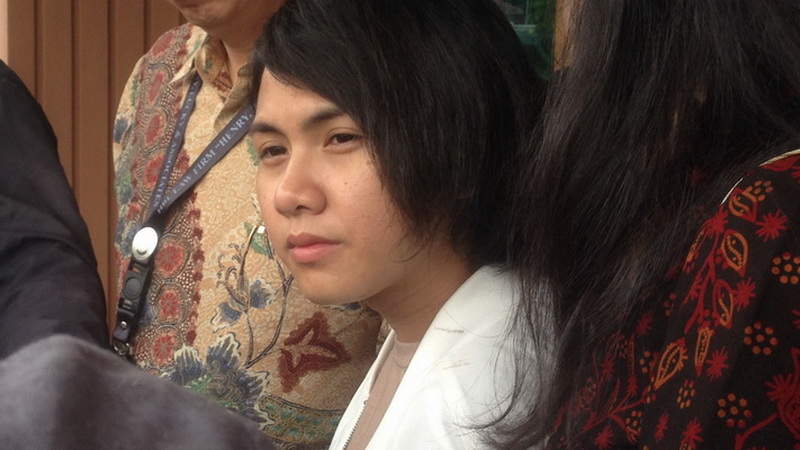 https: img-o.okeinfo.net content 2019 03 29 33 2036839 disangka-transgender-evelyn-akui-pernah-suntik-hormon-laki-laki-a1UdcTjDpx.jpg