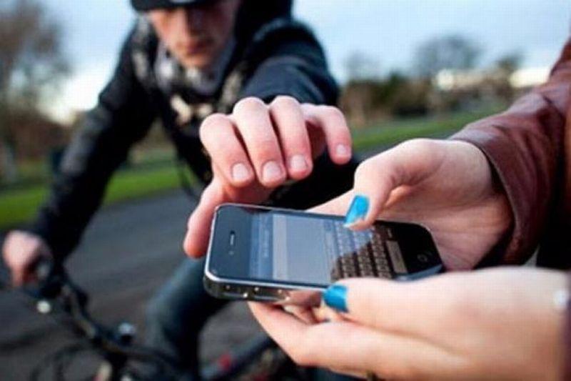 https: img-o.okeinfo.net content 2019 03 29 338 2036523 jambret-di-kawasan-menteng-sasar-pemuda-yang-bermain-handphone-di-jalan-rYOoQsUg4h.jpg