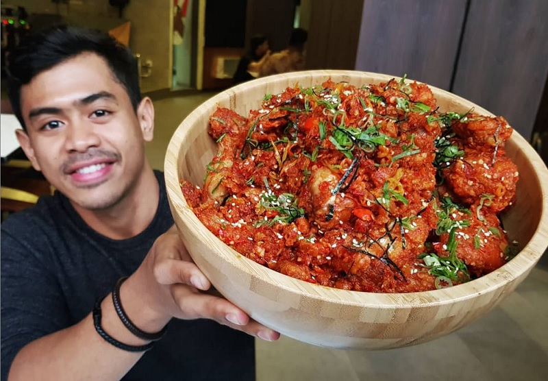 https: img-o.okeinfo.net content 2019 03 31 298 2037518 tanboy-kun-bagikan-tips-jadi-food-vlogger-berminat-aB0QdenuEa.jpg