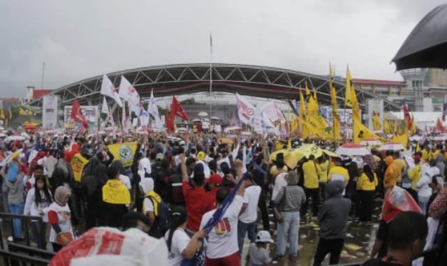 https: img-o.okeinfo.net content 2019 03 31 609 2037342 ribuan-kader-perindo-meriahkan-kampanye-akbar-jokowi-di-makassar-66eoOVmFea.jpg