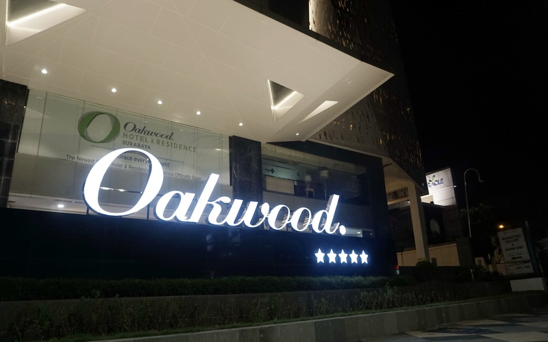 https: img-o.okeinfo.net content 2019 04 01 406 2037918 oakwood-hotel-residence-surabaya-resmi-bersertifikasi-bintang-5-pfhyjUdUCS.jpg