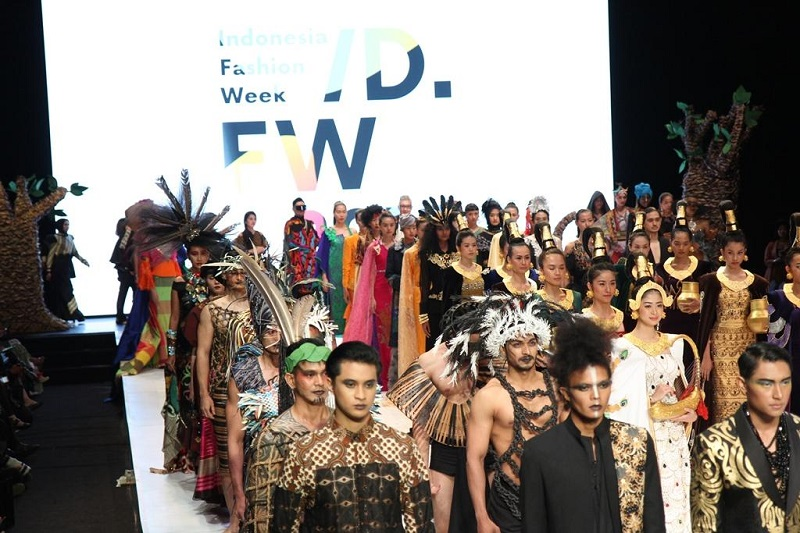 https: img-o.okeinfo.net content 2019 04 02 194 2038206 mnc-play-berkontribusi-dalam-kemajuan-industri-fashion-indonesia-melalui-ifw-2019-3Lbqda8W3y.jpg