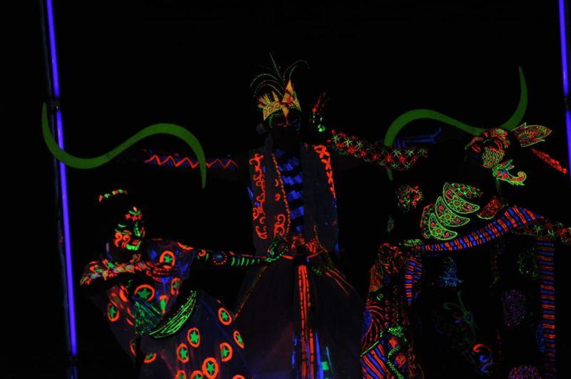 https: img-o.okeinfo.net content 2019 04 03 406 2038585 pikat-generasi-milenial-bangka-culture-wave-2019-suguhkan-pertunjukan-glow-in-nusantara-AK6iZWvJdw.jpg