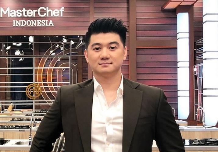 https: img-o.okeinfo.net content 2019 04 08 298 2040580 chef-arnold-lebih-galak-di-masterchef-indonesia-season-5-netizen-nanti-gantengnya-luntur-zz3EABkIZ5.jpg