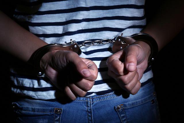 https: img-o.okeinfo.net content 2019 04 08 338 2040401 hendak-begal-di-tanah-abang-pemuda-pengangguran-ditangkap-polisi-zlrlHGNZm9.jpg