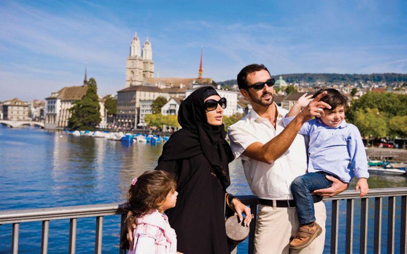 https: img-o.okeinfo.net content 2019 04 08 406 2040725 wisatawan-muslim-lebih-royal-belanjakan-uang-saat-wisata-ONVwKfL3BA.jpg