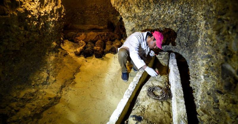 https: img-o.okeinfo.net content 2019 04 08 56 2040648 peneliti-temukan-makam-berisi-40-mumi-berusia-ribuan-tahun-jta6gI9Go8.jpg