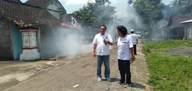 https: img-o.okeinfo.net content 2019 04 09 512 2041018 perindo-kabupaten-semarang-fogging-gedung-sekolah-dan-300-rumah-warga-4Vxw63yx3W.jpg