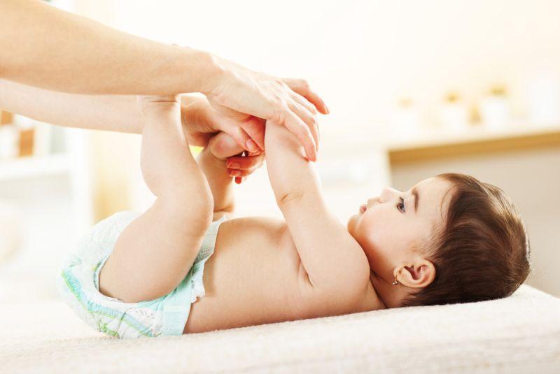 https: img-o.okeinfo.net content 2019 04 11 196 2041927 ini-cara-mudah-ayah-tingkatkan-kedekatan-emosional-dengan-bayi-PGQS8upwVo.jpg
