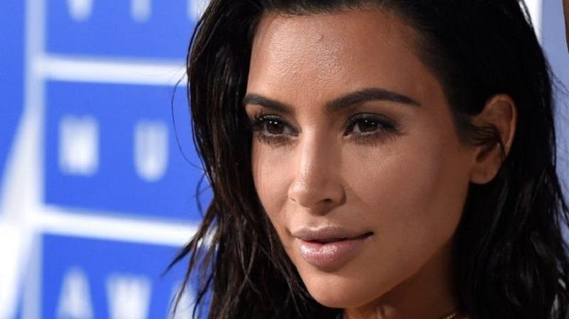 https: img-o.okeinfo.net content 2019 04 12 196 2042725 magang-di-firma-hukum-diam-diam-kim-kardashian-berjuang-jadi-pengacara-rRmeBNiuqA.jpg
