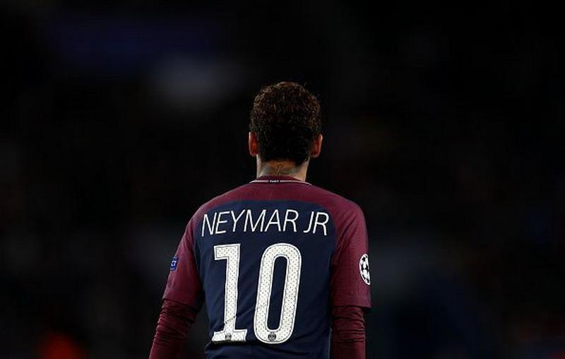 https: img-o.okeinfo.net content 2019 04 12 51 2042715 dani-alves-nilai-neymar-perlu-dapat-perlakuan-seperti-messi-CmenHyHVtS.jpg