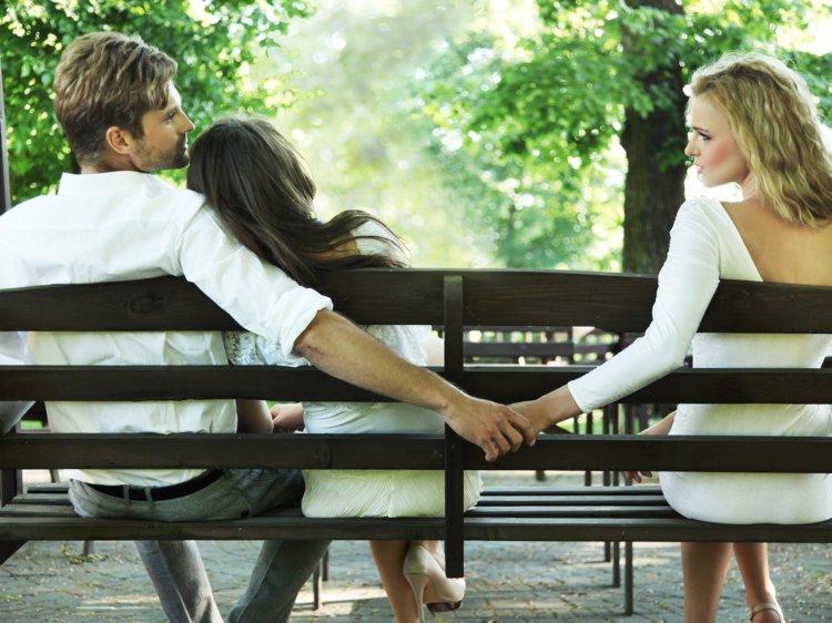 https: img-o.okeinfo.net content 2019 04 13 196 2042981 jatuh-cinta-pada-pasangan-orang-stop-atau-lanjutkan-JfloDsGlhp.jpg