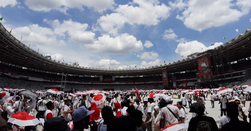 https: img-o.okeinfo.net content 2019 04 13 605 2043019 massa-menyemut-dari-bunderan-hi-hingga-stadion-gbk-hasto-tunjukkan-kekuatan-keberagaman-UHbCUt1FXK.jpg