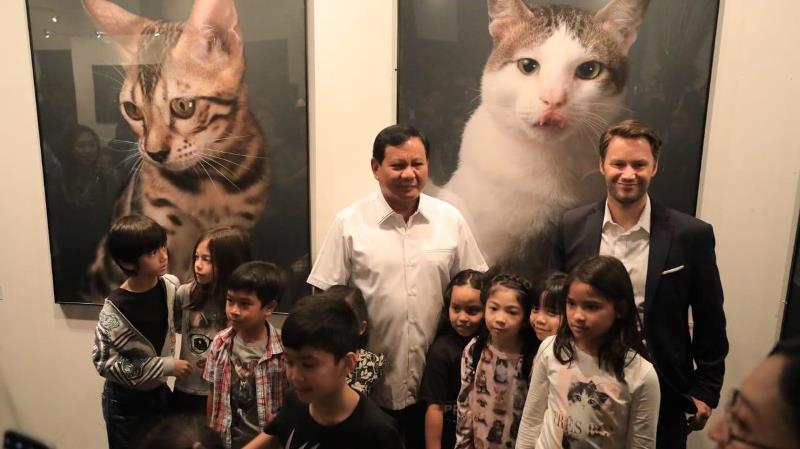https: img-o.okeinfo.net content 2019 04 14 605 2043482 prabowo-hadiri-pameran-seni-foto-kucing-bobby-the-cat-jadi-perhatian-utama-CTJ7hOjeph.jpeg