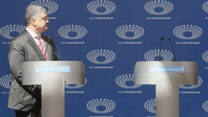 https: img-o.okeinfo.net content 2019 04 15 18 2043758 lawan-tak-hadir-presiden-ukraina-berdebat-dengan-podium-kosong-hmH49pcIHp.jpg