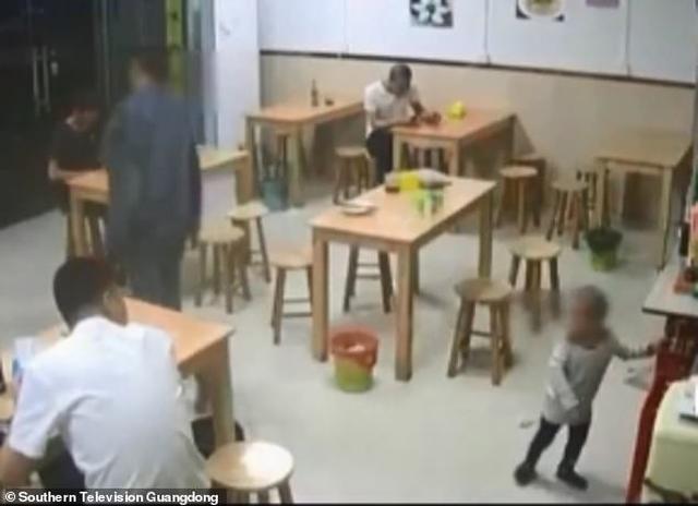 https: img-o.okeinfo.net content 2019 04 15 18 2043817 pria-china-gadai-putrinya-karena-tak-sanggup-bayar-semangkuk-mi-XoQq4vv5Iy.jpg
