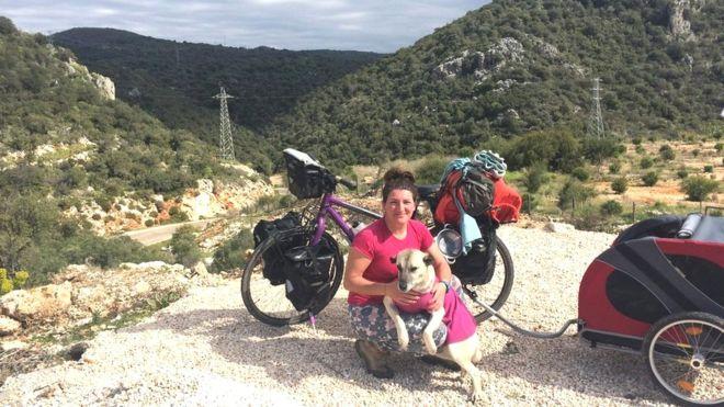https: img-o.okeinfo.net content 2019 04 15 406 2043818 pesepeda-wanita-ini-diselamatkan-hidupnya-oleh-anjing-jalanan-67YJejdEq0.jpg