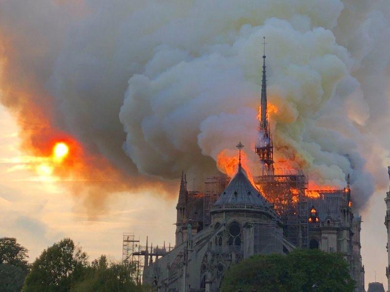 https: img-o.okeinfo.net content 2019 04 16 18 2043973 gereja-notre-dame-terbakar-presiden-prancis-bersedih-4BKIDC7Ogf.jpg