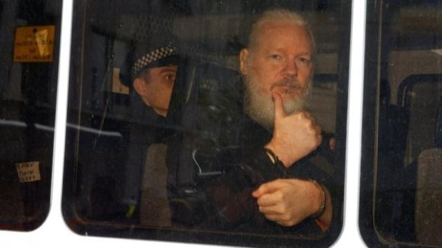 https: img-o.okeinfo.net content 2019 04 16 18 2044161 ekuador-mendapat-40-juta-serangan-siber-pasca-penangkapan-pendiri-wikileaks-julian-assange-487Trb8B36.jpg