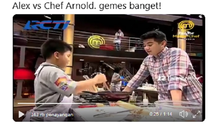 https: img-o.okeinfo.net content 2019 04 16 298 2044019 gemasnya-tingkah-chef-arnold-dan-alex-junior-masterchef-indonesia-AdDyLeXC77.jpg
