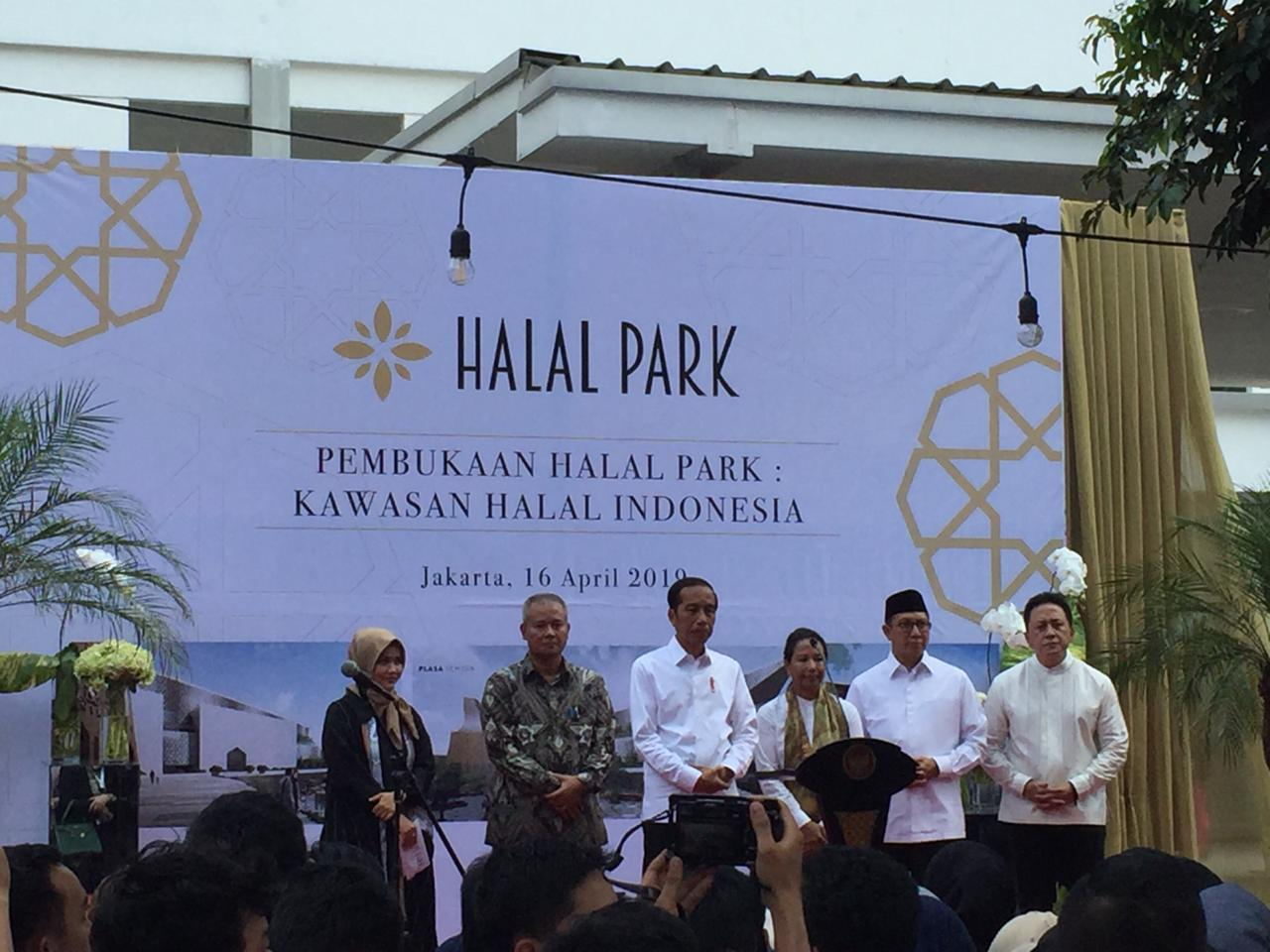 https: img-o.okeinfo.net content 2019 04 16 320 2044108 pulang-umroh-presiden-jokowi-langsung-resmikan-miniatur-halal-park-dWC6jEkXh8.jpg