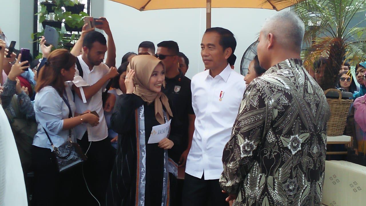 https: img-o.okeinfo.net content 2019 04 16 320 2044147 presiden-jokowi-angkat-industri-halal-indonesia-ke-tingkat-dunia-kJtnT2NagV.jpg