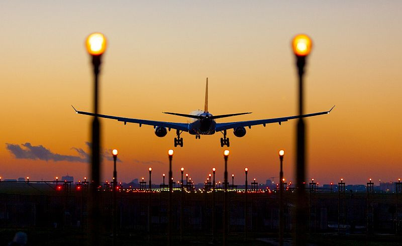 https: img-o.okeinfo.net content 2019 04 16 320 2044213 tiket-pesawat-mahal-penumpang-domestik-di-bandara-soetta-merosot-8kXLevf2FC.jpg