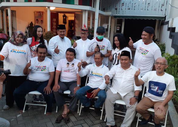https: img-o.okeinfo.net content 2019 04 17 519 2044850 sambut-kemenangan-relawan-jokowi-di-surabaya-gunduli-kepala-bViVJOdQnv.JPG