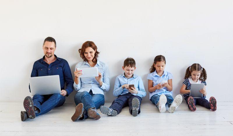 https: img-o.okeinfo.net content 2019 04 19 481 2045477 main-gadget-lebih-dari-2-jam-hari-bisa-buat-anak-anak-hiperaktif-RPmFwJ72N3.jpg