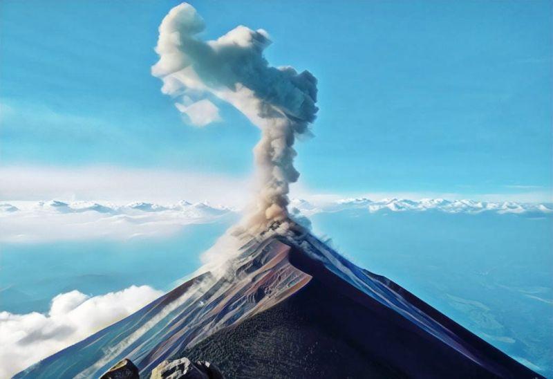 https: img-o.okeinfo.net content 2019 04 21 244 2046027 gunung-agung-erupsi-abunya-terbang-hingga-denpasar-opxEPHFzoc.jpg