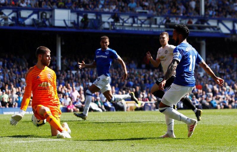 https: img-o.okeinfo.net content 2019 04 21 45 2046211 kalah-0-4-dari-everton-young-man-united-bermain-tak-seperti-biasanya-3nLHb17BAk.jpg